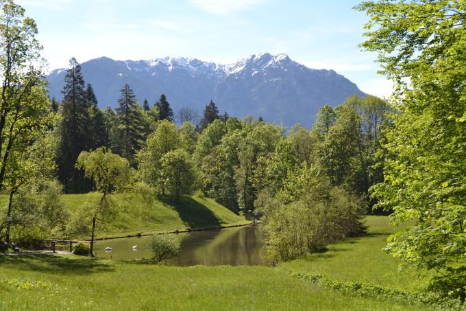 The walk to Linderhof--Tall Girl Big World