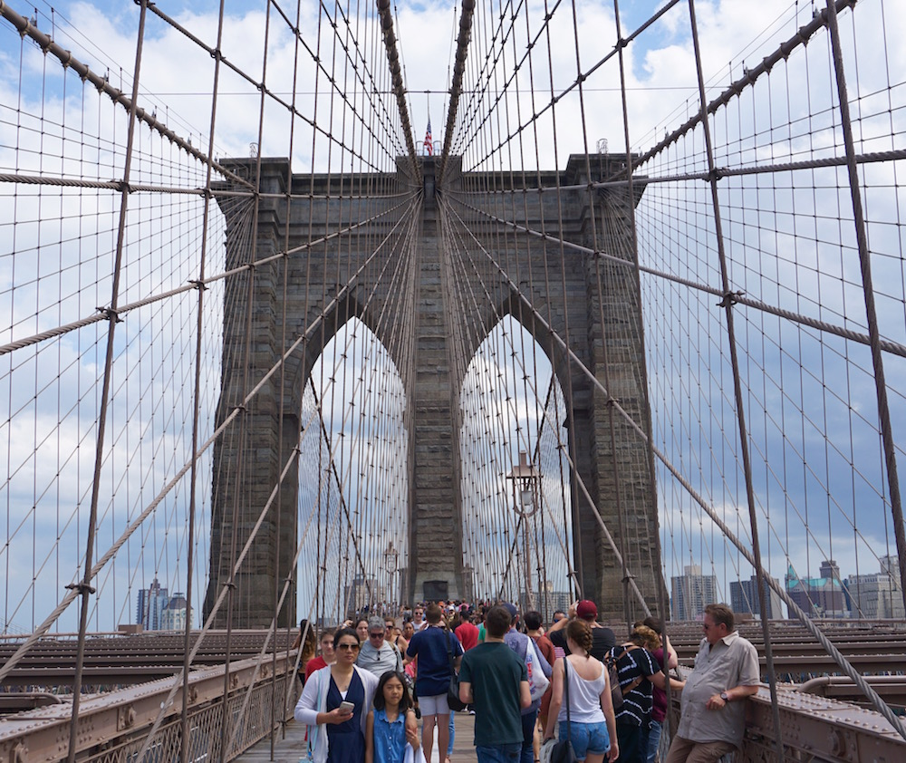6 Tips for Making the Most of Your Walk Across the Brooklyn Bridge